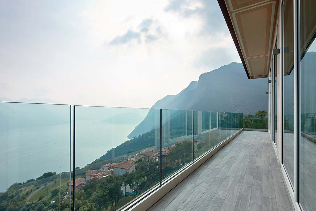 The balustrades and the shelter ALUVETRO